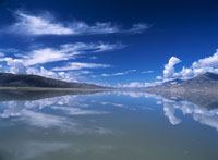 Looking up the Yarlung Tsangpo River