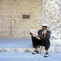 Street performer reading
