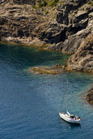Yacht in Cap de Creus 20023003612| 写真素材・ストックフォト・画像・イラスト素材|アマナイメージズ