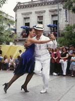 Tango couple,Plaza Dorrego 20023003901| 写真素材・ストックフォト・画像・イラスト素材|アマナイメージズ