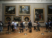Tourists rushing to see Mona Lisa,