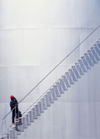 Repairman climbing stairs 20023004145| 写真素材・ストックフォト・画像・イラスト素材|アマナイメージズ