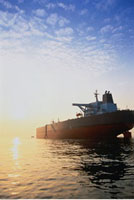 Oil Tanker at Dusk Singapore 20025015067| 写真素材・ストックフォト・画像・イラスト素材|アマナイメージズ