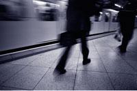 Blurred View of Subway Platform London 20025056514| 写真素材・ストックフォト・画像・イラスト素材|アマナイメージズ