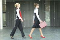 Mid adult businesswomen walking、blurred motion
