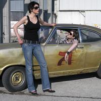 Couple with oldtimer 20025286458| 写真素材・ストックフォト・画像・イラスト素材|アマナイメージズ