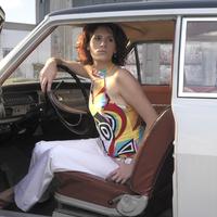 Woman in oldtimer 20025286460| 写真素材・ストックフォト・画像・イラスト素材|アマナイメージズ