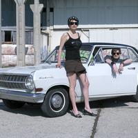 Couple with oldtimer 20025286462| 写真素材・ストックフォト・画像・イラスト素材|アマナイメージズ