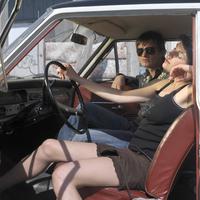 Couple in oldtimer 20025286465| 写真素材・ストックフォト・画像・イラスト素材|アマナイメージズ