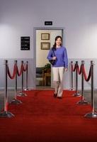 Woman Leaving Doctor's Office 20025304450| 写真素材・ストックフォト・画像・イラスト素材|アマナイメージズ