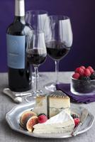 Red Wine, Cheese, and Fruit 20025311648| 写真素材・ストックフォト・画像・イラスト素材|アマナイメージズ