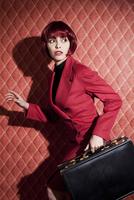 Woman with Briefcase 20025311921| 写真素材・ストックフォト・画像・イラスト素材|アマナイメージズ