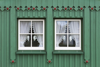 Windows of typical wooden house in Born, Fischland-Darss-Zingst, Coast of the Baltic Sea, Mecklenburg-Western Pomerania, Germany 20025315447| 写真素材・ストックフォト・画像・イラスト素材|アマナイメージズ