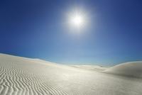 Gypsum desert sand dunes with sun, White Sands, Otero, New Mexico, USA