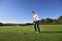 Man Playing Golf on Golf Course in Autumn, Bavaria, Germany 20025322047  写真素材・ストックフォト・画像・イラスト素材 アマナイメージズ