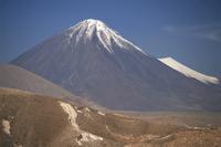 Atacama Desert and Volcan Licancabur, San Pedro de Atacama region, Chile, South America 20025323249| 写真素材・ストックフォト・画像・イラスト素材|アマナイメージズ