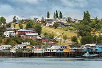 Traditional Stilt Houses known as Palafitos in Castro, Chiloe Island, Chile 20025323472| 写真素材・ストックフォト・画像・イラスト素材|アマナイメージズ
