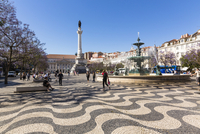 Fountain and Monument of Peter IV on Praca Dom Pedro IV (Rossio), Downtown, Lisbon, Portugal 20025323655| 写真素材・ストックフォト・画像・イラスト素材|アマナイメージズ