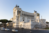 Monument to Vittorio Emanuele II at Piazza Venezia, Rome, Italy 20025324104| 写真素材・ストックフォト・画像・イラスト素材|アマナイメージズ