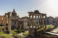 Roman Forum, Arch San Severus, Temple of Saturn, Temple of Vespasian and Titus with Santi Luca e Martina in the background, UNES 20025324119| 写真素材・ストックフォト・画像・イラスト素材|アマナイメージズ