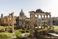 Roman Forum, Arch San Severus, Temple of Saturn, Temple of Vespasian and Titus with Santi Luca e Martina in the background, UNES 20025324120| 写真素材・ストックフォト・画像・イラスト素材|アマナイメージズ