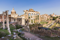 Roman Forum, Arch San Severus, Temple of Saturn, Temple of Vespasian and Titus with Santi Luca e Martina in the background, UNES 20025324124| 写真素材・ストックフォト・画像・イラスト素材|アマナイメージズ