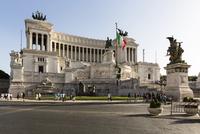Monument to Vittorio Emanuele II at Piazza Venezia, Rome, Italy 20025324130| 写真素材・ストックフォト・画像・イラスト素材|アマナイメージズ