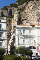 Amalfi Cathedral and Residence Hotel building, UNESCO World Heritage, Amalfi, Province of Salerno, Amalfi Coast, Campania, Italy 20025324181| 写真素材・ストックフォト・画像・イラスト素材|アマナイメージズ