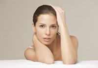 Close up portrait of a young woman 20025325246  写真素材・ストックフォト・画像・イラスト素材 アマナイメージズ