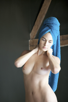 Portrait of a nude woman with towel wrapped over head 20025325260| 写真素材・ストックフォト・画像・イラスト素材|アマナイメージズ