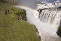 Iceland, Men mountain biking in hilly landscape 20025327519| 写真素材・ストックフォト・画像・イラスト素材|アマナイメージズ