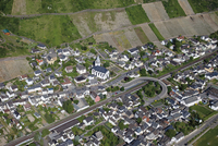 Europe, Germany, Rhineland-Palatinate, Leutesdorf, View of town with vineyards