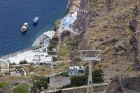 Greece, Cyclades, Thira, Santorini, Cable car to the dockof fira 20025328325| 写真素材・ストックフォト・画像・イラスト素材|アマナイメージズ