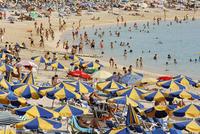 Spain, Gran Canaria, Tourist on beach