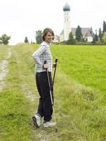 Germany, Munich, Mature woman nordic walking, smiling, portrait 20025328748| 写真素材・ストックフォト・画像・イラスト素材|アマナイメージズ