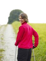 Germany, Munich, Mature woman nordic walking, smiling, portrait 20025328751| 写真素材・ストックフォト・画像・イラスト素材|アマナイメージズ