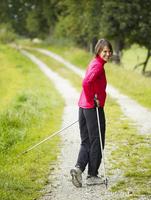 Germany, Munich, Mature woman nordic walking, smiling, portrait 20025328754| 写真素材・ストックフォト・画像・イラスト素材|アマナイメージズ