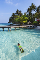Maledives, South-Male-Atoll, Embudu, pier, female skin-diver
