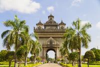 Loas, Vientiane, View of Patuxai Victory Monument 20025330388| 写真素材・ストックフォト・画像・イラスト素材|アマナイメージズ