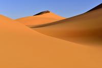 Algeria, Sahara, Tassili N'Ajjer National Park, View of sand dunes of Tehak