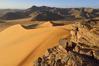 Algeria, Sahara, Tassili N'Ajjer National Park, Tadrart region, western escarpment of Tadrart plateau