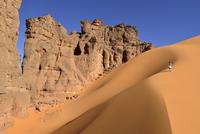 Algeria, Tassili n' Ajjer, Tadrart, Sahara, Tassili n' Ajjer National Park, woman walking on sand dune in of Moul Nag