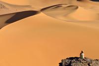 Algeria, Tassili n' Ajjer, Tadrart, Sahara, Tassili n' Ajjer National Park, woman looking to sand dunes of Moul Nag