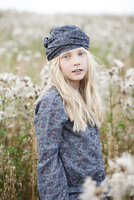 Portrait of girl standing in a field wearing headgear and shirt with floral pattern 20025331113| 写真素材・ストックフォト・画像・イラスト素材|アマナイメージズ