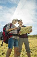 Austria, Tyrol, Tannheimer Tal, young couple hiking with map and binocular 20025331199| 写真素材・ストックフォト・画像・イラスト素材|アマナイメージズ