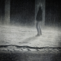 Germany, Wuppertal, man standing in the rain 20025331463| 写真素材・ストックフォト・画像・イラスト素材|アマナイメージズ