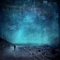 Spain, lonely man on way at night 20025331615| 写真素材・ストックフォト・画像・イラスト素材|アマナイメージズ