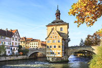 Germany, Bamberg, view to the old city hall with Regnitz River in the foreground 20025331646| 写真素材・ストックフォト・画像・イラスト素材|アマナイメージズ