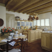 KITCHEN - Traditional kitchen overall with eating area, square tile floor, tiled blue and white backsplash, fish on tile, copper 20025340852| 写真素材・ストックフォト・画像・イラスト素材|アマナイメージズ