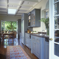 KITCHEN - Looking through French doors toward table and chairs, patio beyond, coffered ceiling, skylight, wood floors, granite c 20025340943| 写真素材・ストックフォト・画像・イラスト素材|アマナイメージズ